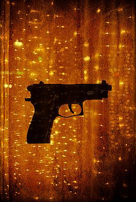 Sparkling gun - p1028m1528530 von Jean Marmeisse