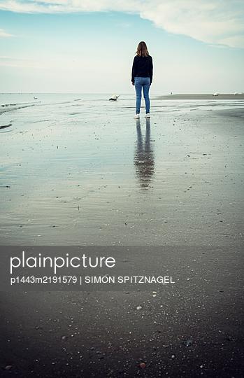 Beach walk - p1443m2191579 by SIMON SPITZNAGEL