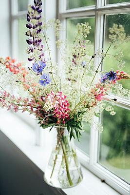 Wildflowers in vase - p312m2120939 by Johner