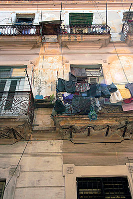Washing hanging from balcony in Havana - p3314428 by Gail Symes
