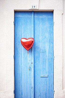 Baloon at blue door - p464m877470 by Elektrons 08