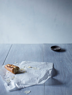 Still Life on Grey Dining Table II - p938m754453 by Christina Holmes