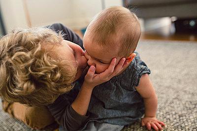 Großer Bruder, kleine Schwester - p1361m1332374 von Suzanne Gipson