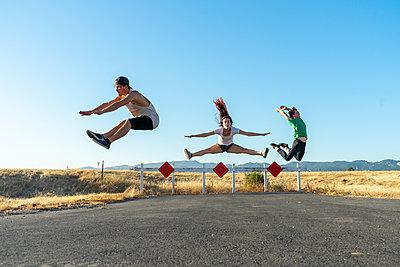 Three acrobats jumping mid-air - p300m2012367 von VITTA GALLERY