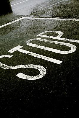 Stop - p1038m931519 von BlueHouseProject