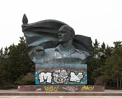 Thälmann Monument - p1214m1116213 by Janusz Beck