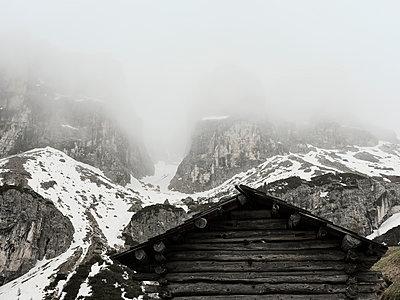 Holzhütte im Gebirge - p1383m1589129 von Wolfgang Steiner