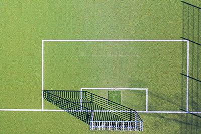 Drone shot of soccer field, Munich, Germany - p300m2144127 by Michael Malorny