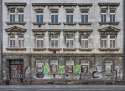Unrestored dilapidated old building facade - p390m2149790 by Frank Herfort