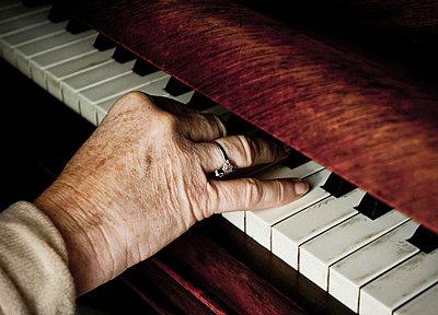 Grandmother plays piano - p558m881847 by A.da Cunha