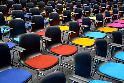 Row of chairs - p876m1423571 by ganguin