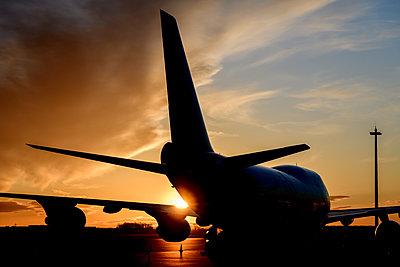 Boeing 747, Frachtflugzeug bei Sonnenuntergang - p1463m2292949 von Wolfgang Simlinger