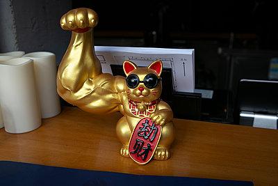 Fortune cat with beefy upper arm - p817m2289320 by Daniel K Schweitzer