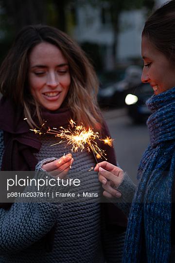 Beste Freunde - p981m2037811 von Franke + Mans