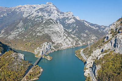 View of Neretva river, Bosnia and Herzegovina, aerial view - p1600m2184185 by Ole Spata
