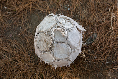 Old soccer ball close-up - p445m1159670 by Marie Docher