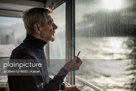 Männerportrait - p1354m1216653 von Kaiser