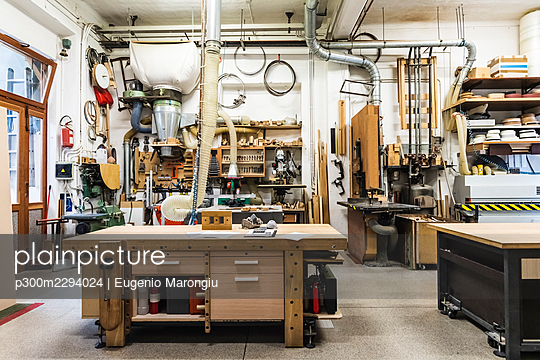 Wooden workbench in illuminated workshop - p300m2294024 by Eugenio Marongiu