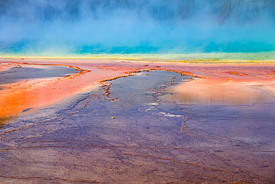 USA, Wyoming, Yellowstone National Park, Grand Prismatic Spring with puffy clouds - p300m1469627 by Maria Elena Pueyo Ruiz
