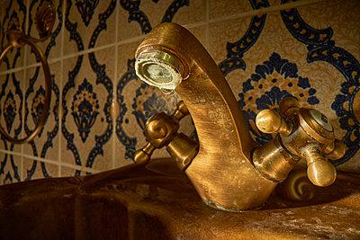 Old dirty bathroom faucet - p300m2225420 by Daniel Schweinert