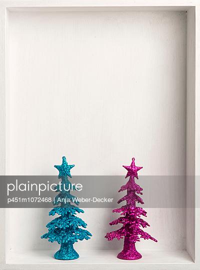 Zwei Tannenbäume - p451m1072468 von Anja Weber-Decker
