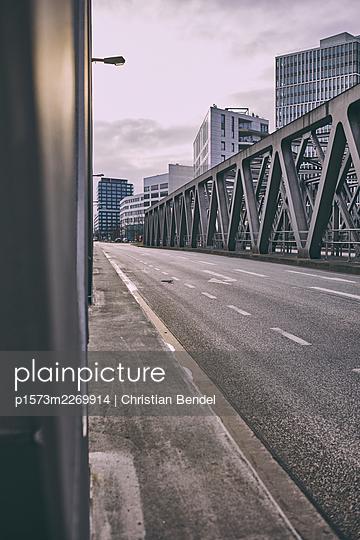 Port city Hamburg, bridge and high rises - p1573m2269914 by Christian Bendel