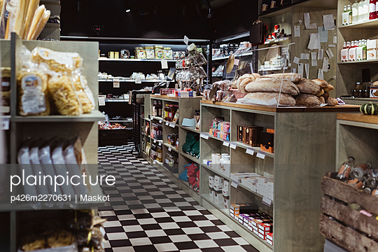 Interior of delicatessen shop with packaged food - p426m2270631 by Maskot