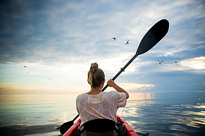 Female kayaking at Smith Island in Maryland. - p1166m2261253 by Cavan Images