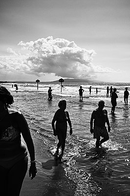 People on the beach - p1661m2245437 by Emmanuel Pineau