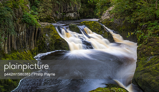 plainpicture - plainpicture p442m1580383 - The Ingleton Waterfalls Tra... - plainpicture/Design Pics/Philip Payne