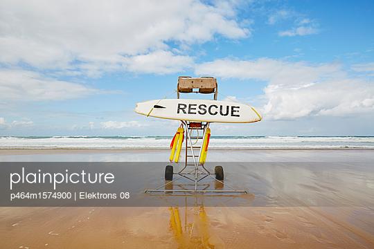 Rescue - p464m1574900 von Elektrons 08