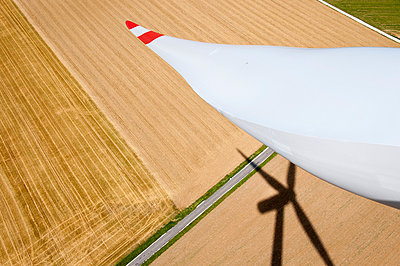 Rotor blade and silhouette - p1079m891217 by Ulrich Mertens