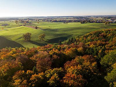 Germany, Bavaria, Upper Bavaria, Landsberied, village in autumn - p300m1537292 by Gerald Nowak