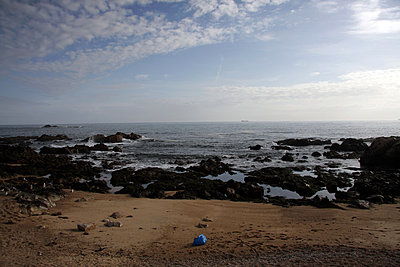 Blue plastic bag on beach - p388m877084 by Barbosa