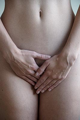 Nackter Unterkörper einer Frau - p427m2254027 von Ralf Mohr