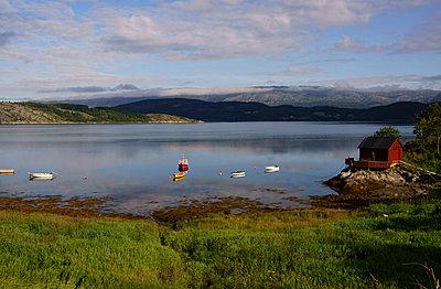 Hütte am Fjord - p1620065 von Beate Bussenius