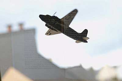 Airplane, multi exposure - p1631m2233914 by Raphaël Lorand
