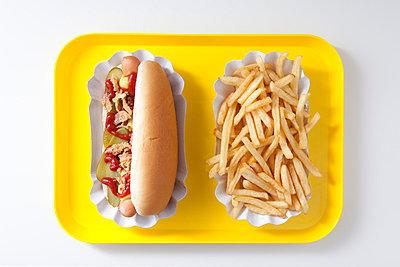 Hot Dog mit Pommes - p4541092 von Lubitz + Dorner