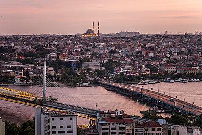 Blick auf Goldenes Horn und Süleymaniye Cami - p253m1066031 von Oscar