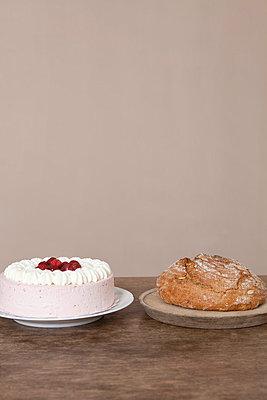 Sahnetorte oder Brot - p4541227 von Lubitz + Dorner