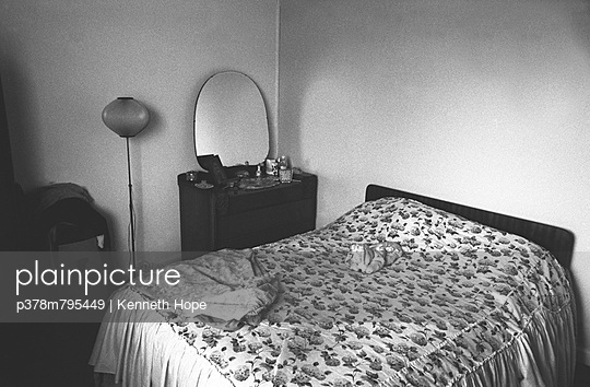 Interior shot of bedroom - p378m795449 by Kenneth Hope