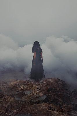 Elegant woman in a foggy landscape - p470m2284185 by Ingrid Michel