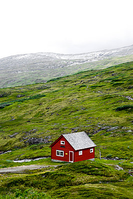 Red hut in Norway - p2481094 by BY