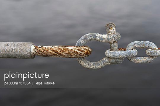 Shackle - p1003m737554 by Terje Rakke