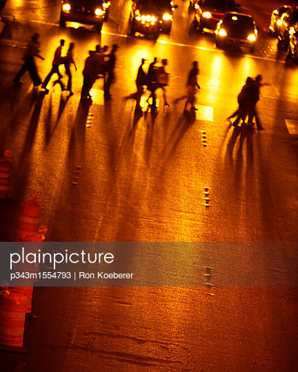 Elevated view of silhouetted people crossing The Strip at night, Las Vegas Boulevard, Las Vegas, Nevada. - p343m1554793 by Ron Koeberer