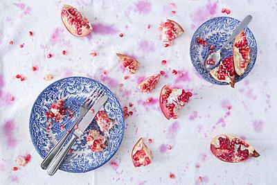 Reste von Granatapfel - p1149m1502895 von Yvonne Röder