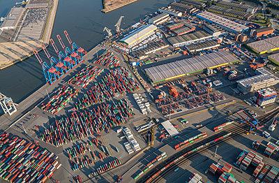 """Deutschland, Hamburg, Luftbild Container Terminal """"Tollerort"""" - p300m1228744 by Patrice von Collani"""