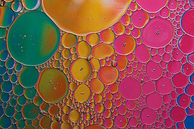 Regenbogenblasen - p587m2227562 von Spitta + Hellwig
