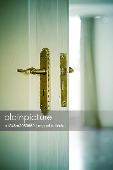 Open room door - p1248m2053882 by miguel sobreira