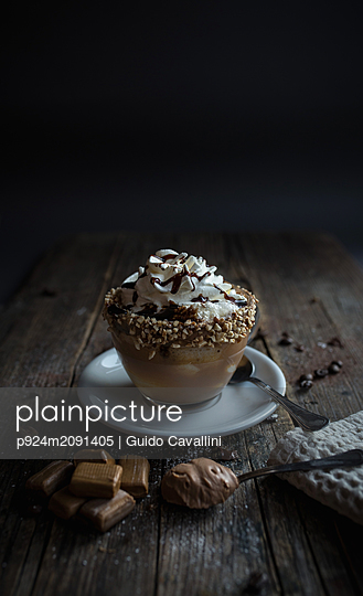 Cup of pudding with cream and chocolate sauce - p924m2091405 by Guido Cavallini